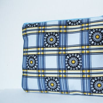 Daisy Floral Pouch,Blue Handmade Cosmetic Bag,Cosmetc Pouch,Make-up bag