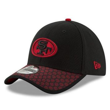 San Francisco 49ers New Era 39THIRTY 2017 NFL Sideline On Field Cap Flex Hat