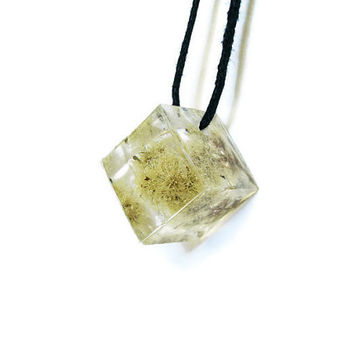 Resin Cube Necklace, Geometric Necklace, Natural Botanical Necklace, Handmade Resin Jewelry, Gift, Cube Pendant, Necklace with Real Flowers