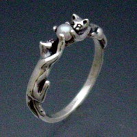Two Cats Ring with Pearl