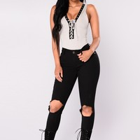 Pull Me In Skinny Jeans - Black