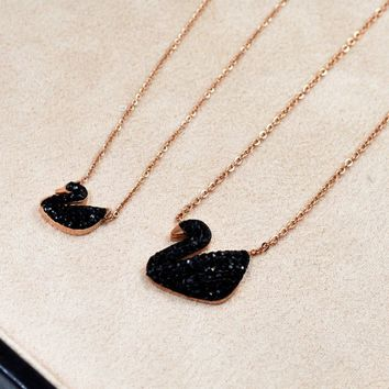 Fashion Simple Black Swan Zircon Titanium Rose Gold Necklace   171205