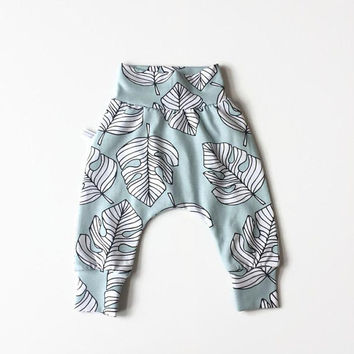 Baby harem pants with monstera leaves. Mint green pants with same fabric waistband and cuffs. Comfortable toddler pants. Jersey knit fabric.
