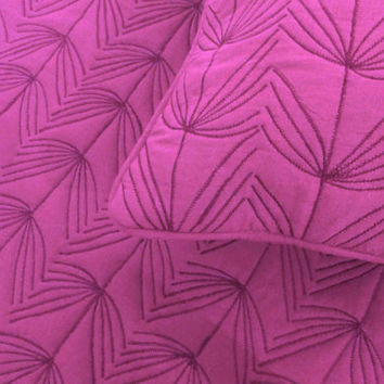 "Cotton fushia /pink  twin size quilted bedspread with 2 pillows in size 108""x90"" and 20""X26"""