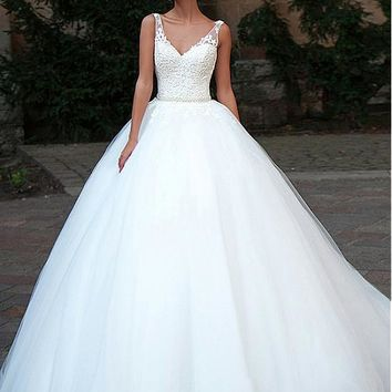 [169.99] Glamorous Tulle V-Neck Neckline Ball Gown Wedding Dresses With Lace Appliques - dressilyme.com