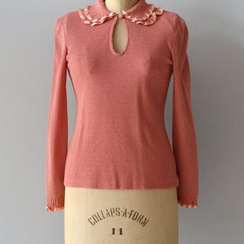 Perfect Manners sweater / peter pan collar sweater / 1970s coral knit blouse