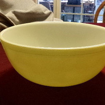 Vintage Pyrex Yellow mixing bowl from 1947, kitchen bowl, serving bowl, gift for her, wedding gift