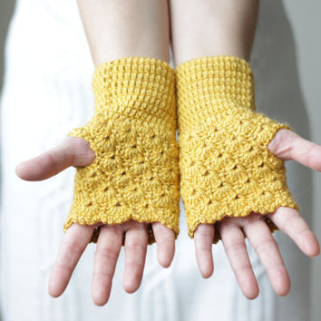 PRE-FALL SALE - Crochet gloves - Fingerless in mustard
