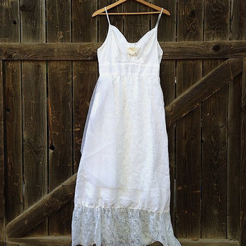 prairie forest mountain bride white linen vintage rose lace small bridesmaid party eco wedding party sundress dress