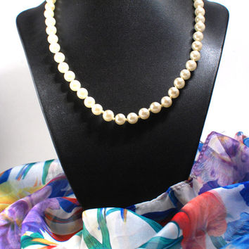 Mid Century Faux Pearl 18'' Necklace