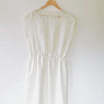 Cream lace panel dress / floral lace / ivory / vintage / 1980s / button / sleeveless / elasticated / medium size / midi length shift dress