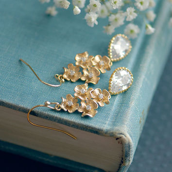 Brides jewelry - Crystal bridal earrings - Gold crystal earrings - crystal drop earrings - Wedding jewelry for brides - Floral jewelry