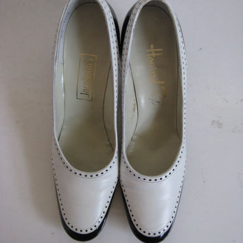 Vintage 1960s Womens Shoes 60s Black White Spectator Leather Pumps Vintage Footwear 8