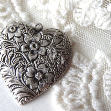 1- Floral Heart Pendant Victorian Stamped Flower Antique Silver Diy Hand Make Your Own Necklace Jewelry Making Supplies