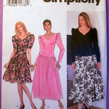 Women's Dress with Sweetheart Neckline Misses' Size 8, 10, 12 Simplicity 8727 Sewing Pattern Uncut
