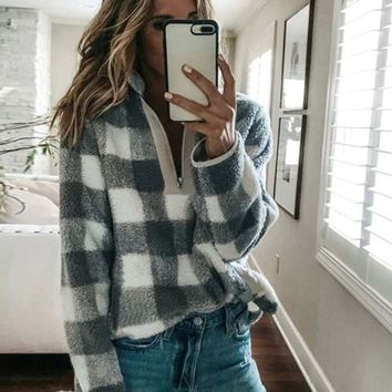 Overland Plaid Pullover in Gray