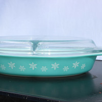 Turquoise Snowflake Divided Pyrex Dish with Clear Divided Lid 1.5 Quart  - Cinderella Handles - Oval Shape