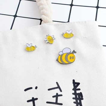 Trendy 4pcs/set Insect Bee Brooch Cartoon Animal Yellow Enamel Honey bee Pins Buckle Denim jacket Shirt Pin Badge Jewelry Gift for kids AT_94_13