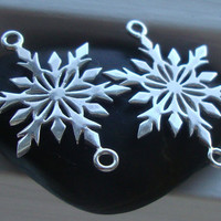 Sale, 15% off 6 pcs, So Beautiful, 25x16mm, 925 Sterling Silver, Delicate SnowFlakes Connector, Pendant - Tarnish Resistant - SF-0001