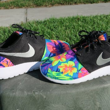 Custom tropical Tahitian Nike Roshe Black White Metallic Women hawaiian 993e00cd74