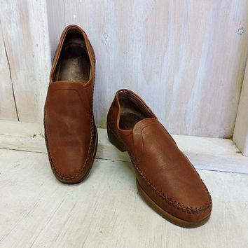 Vintage Clarks mens Loafers /  size 9.5 /  90s mens slip on shoes  /  Brown leather / made in Italy