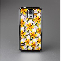 The Vibrant Yellow Flower Pattern Skin-Sert Case for the Samsung Galaxy S5