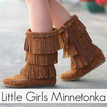 Minnetonka: Girls 3-Layer Fringe Boot {Dusty Brown}