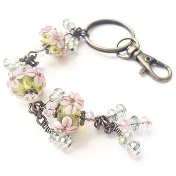 Beaded Flower Keychain, Beaded Lampwork Glass Keychain, Light Pink Flower Beaded Keychain, Light Green Pastel Crystal Glass, Gift for Mom