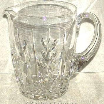 Large Vintage retro Crystal Cut Glass Lemonade / Water Jug pitcher with a styllised flower cut desgin c1980's (ref: 3095)