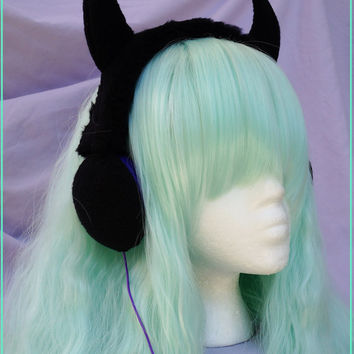 Devil Horns headphones