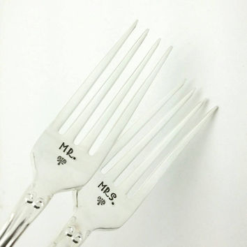 Mr. and Mrs. Stamped Wedding Cake Forks, Engagement Gift, Bridal Shower Gift, Wedding Forks, Wedding Gift