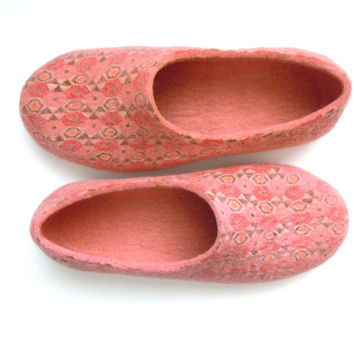 Felted wool slippers / women house shoes