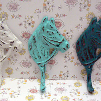 Horse Head Hook Set Cast Iron Shabby Chic Horsehead Distressed White Beachy Blue Aqua Turquoise 3 Wall Hooks Jewelry Leash Coat Hat Western