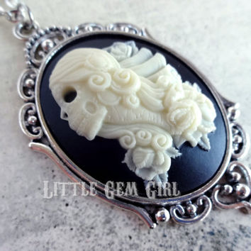 Skeleton Day of the Dead Girl Cameo Necklace - Skeleton Lady Cameo Victorian Gothic Skull Cameo - Dia De Los Muertos Lolita Jewelry