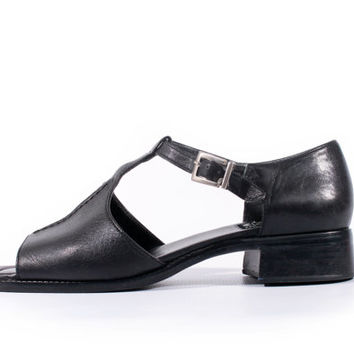 90s Vintage T-Strap Sandals Black Leather Chunky Heel Minimalist Goth Flawless Shoes Women Size US 8 UK 6 EUR 38/39