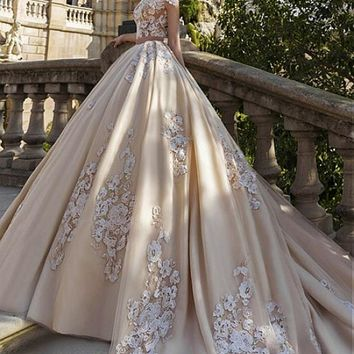 [216.99] Glamorous Tulle Jewel Neckline Ball Gown Wedding Dresses With Lace Appliques - dressilyme.com