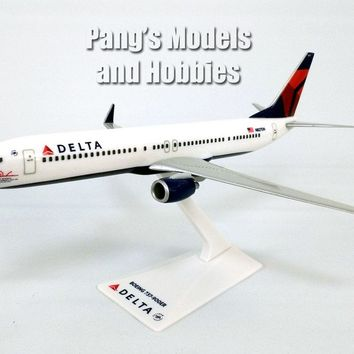 Boeing 737-900ER (737) Delta Airlines 1/200 Scale Model by Flight Miniatures