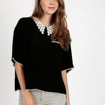 Alycia Daisy Collar Top