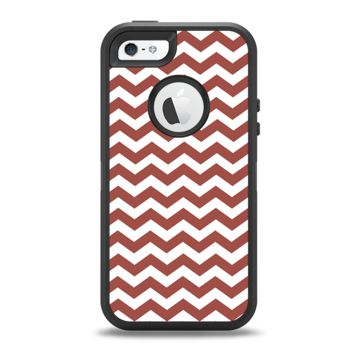The Maroon & White Chevron Pattern Apple iPhone 5-5s Otterbox Defender Case Skin Set