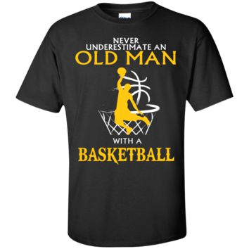MEN'S NEVER UNDERESTIMATE AN OLD MAN WITH A BASKETBALL T SHIRT