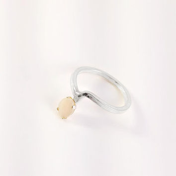 Dainty Solitair Ring - Sterling Silver Gemstone Ring Size 6.75 - Mother of Pearl Ring - MOP Sterling Ring - Mod Sterling Ring