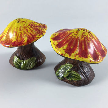 Vintage Mushroom Treasure Craft Salt And Pepper Shakers Retro Red Yellow Brown Bark Toadstool 1960 1970 Kitsch Mid Century Kitchen Decor