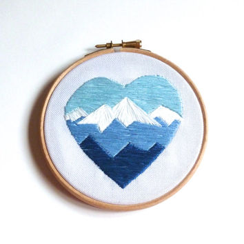 Geometric mountain embroidery heart hoop art 5 inch wall decoration // mountain lover // modern embroidery // outdoors // birthday gift