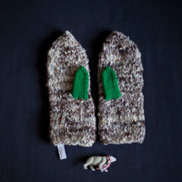 Mittens knitted in grey with green thumbs - natural handspun wool