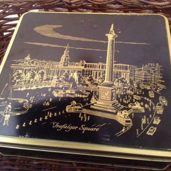 Vintage biscuit cookie tin. Trafalgar Square top and 4 diff London landmarks on each side.