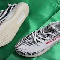 New Never Used Men's Yeezy 350 V2 Zebra Athletic Shoes (Cp9654) Size 12