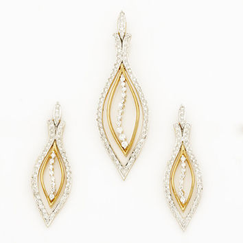 Elegant Diamond Pendant and Earring in 18Kt Gold and 2.01 Ct Diamonds
