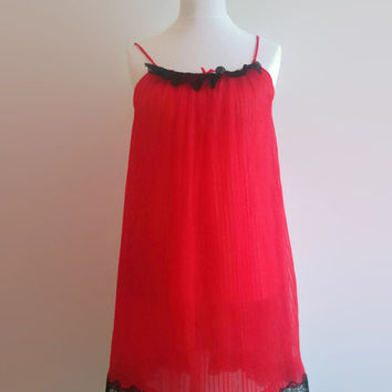 Red pleated vintage nightgown - black lace trim babydoll nightie 07230524e