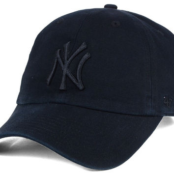 New York Yankees New Era MLB Black on Black Classic 39THIRTY Cap | lids.com
