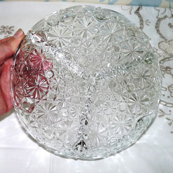 Daisy and Button Design Glass Serving Dish or Bowl, Hors d'Ouvres, Nibbles, Candy, Chips n Dips, Sweet Dish, Pressed Glass, Clear Glass